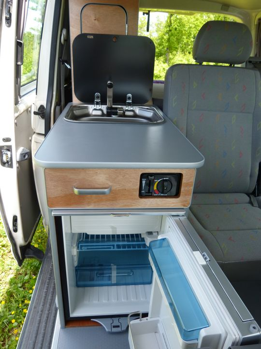 Amenagement vw t5 multivan for Auto interieur kuisen